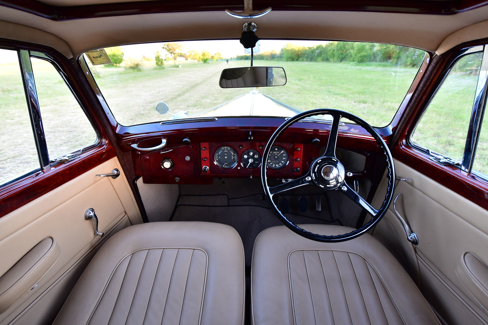 1949 Bentley MKVI Standard Steel Saloon For Sale (picture 4 of 6)