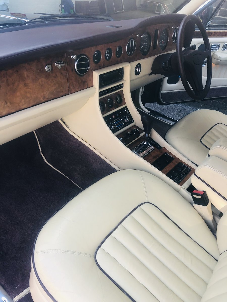 1992 BENTLEY BROOKLANDS, STUNNING COLOUR COMBINATION SOLD (picture 5 of 6)