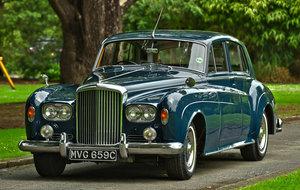 http://www.vintagerollsroycecars.com/sales/1721/1965-bentley For Sale