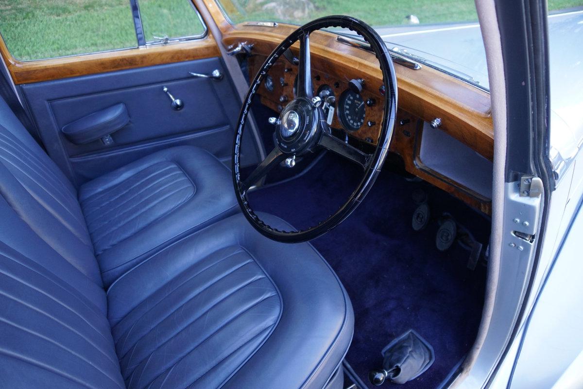 1952 Bentley Mark VI 'Big Bore' 4.6L Saloon SOLD (picture 5 of 6)