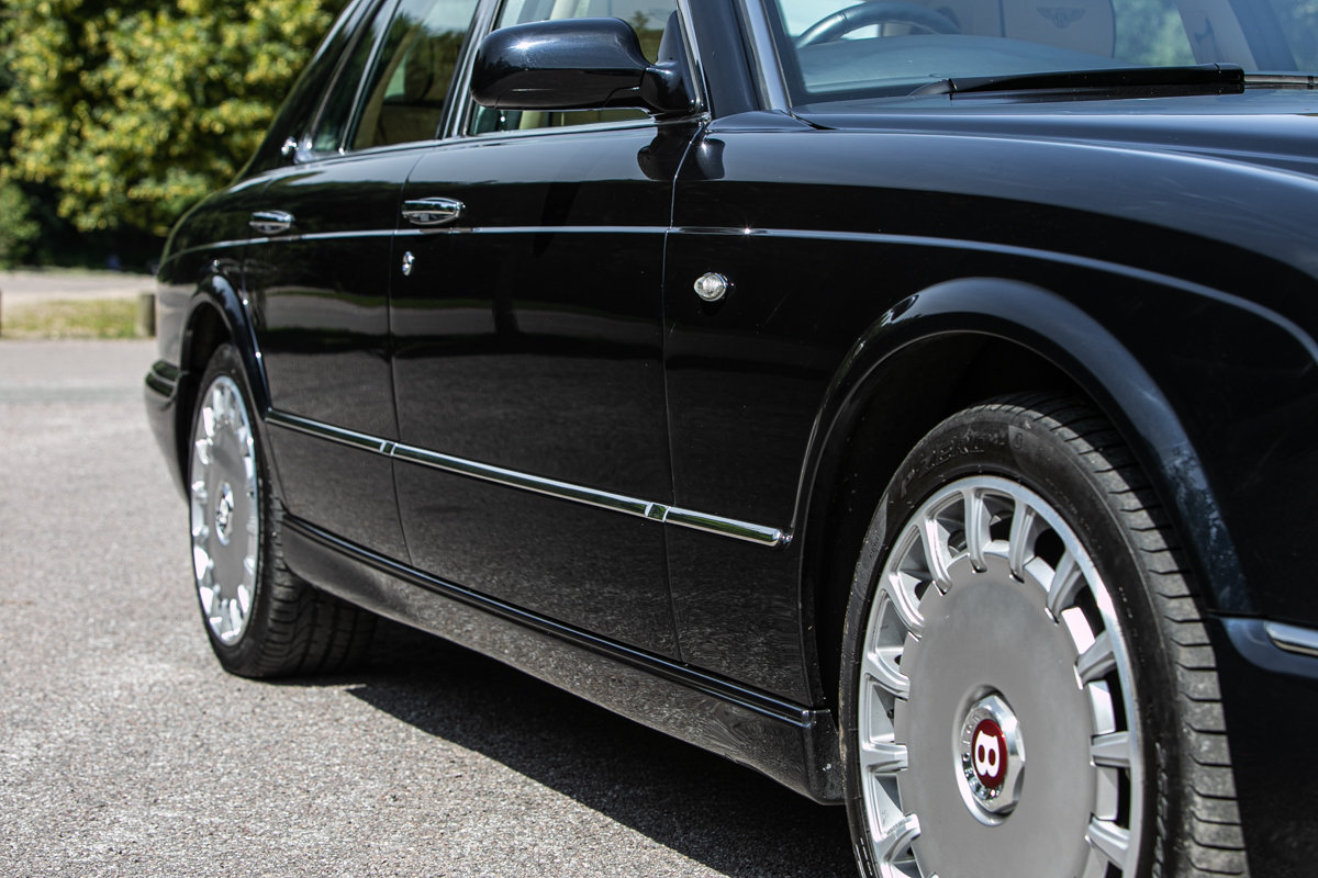 2010 Bentley Arnage R SOLD by Auction (picture 5 of 6)