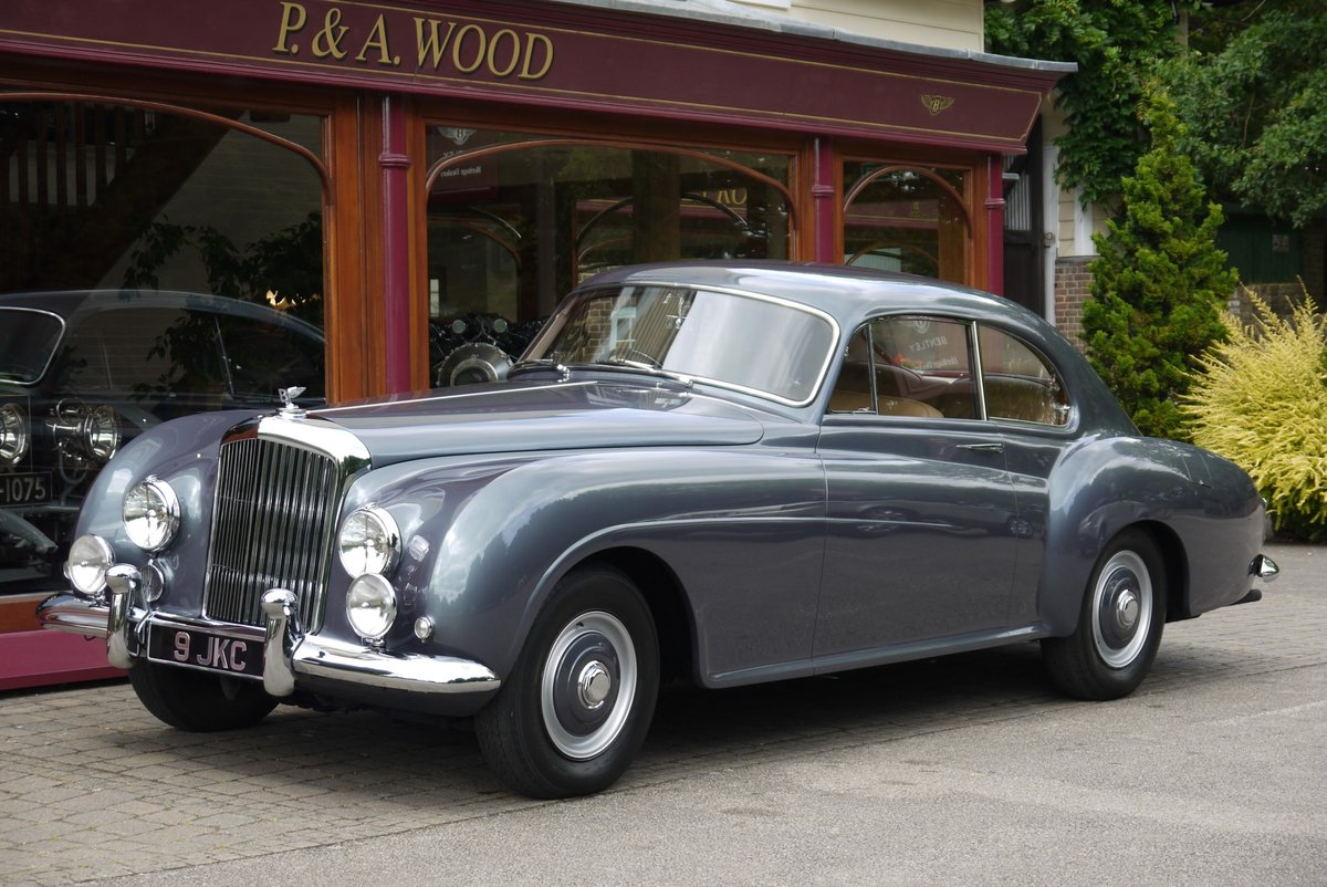 Bentley R-Type Continental 1955 Fastback by H.J. Mulliner For Sale (picture 1 of 4)