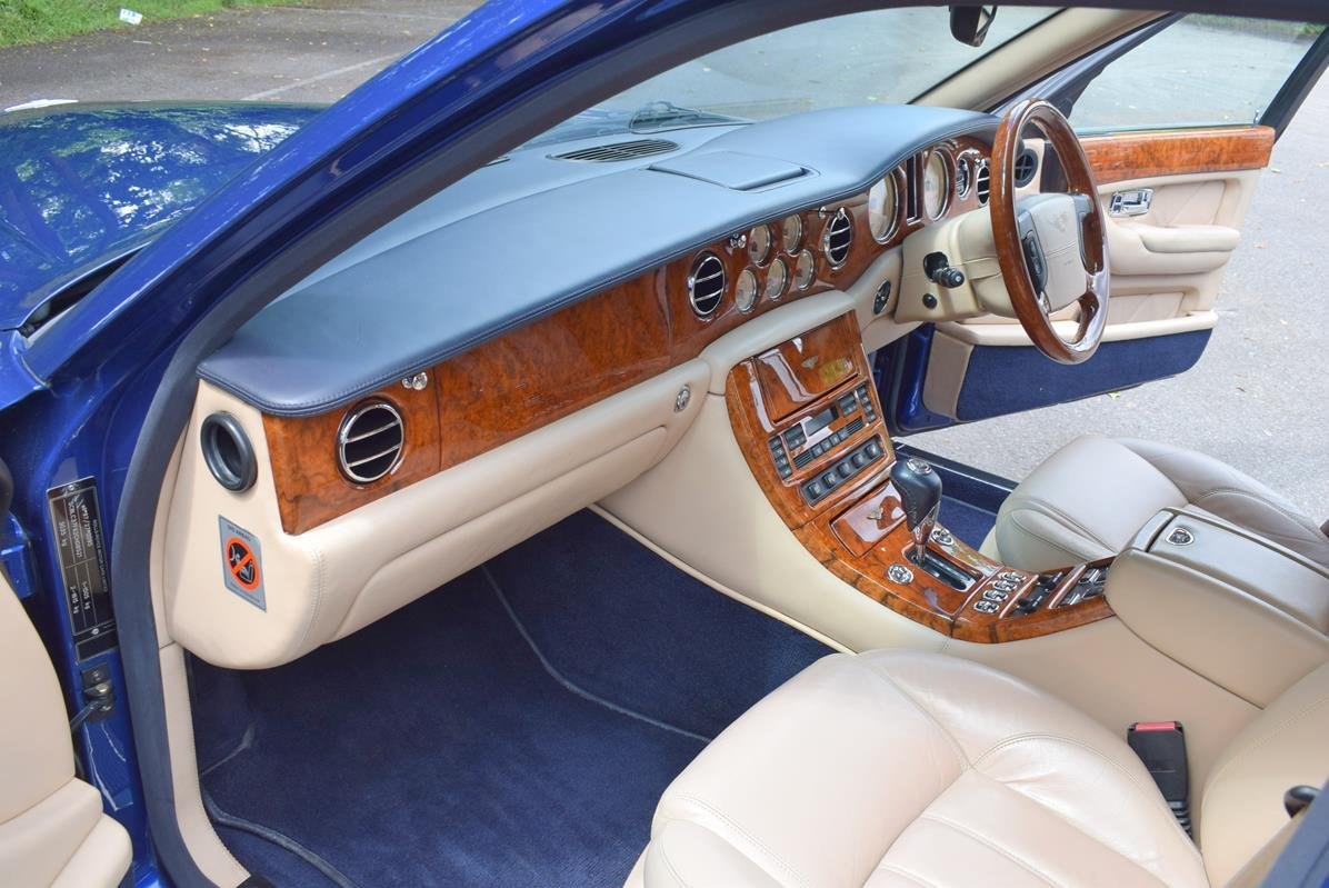 2003/03 Bentley Arnage R in Moroccan Blue For Sale (picture 2 of 6)