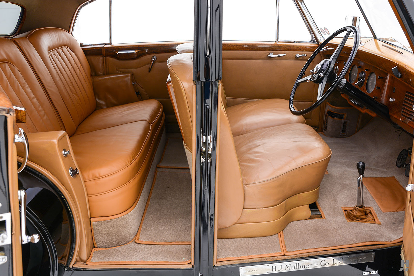 1951 BENTLEY MARK VI MULLINER LIGHTWEIGHT SPORTS SALOON For Sale (picture 3 of 6)