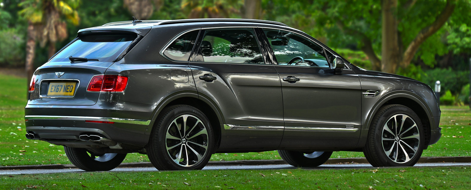 2017 Bentley Bentayga 4.0 Twin Turbo V8 Diesel 4x4 For Sale (picture 3 of 6)