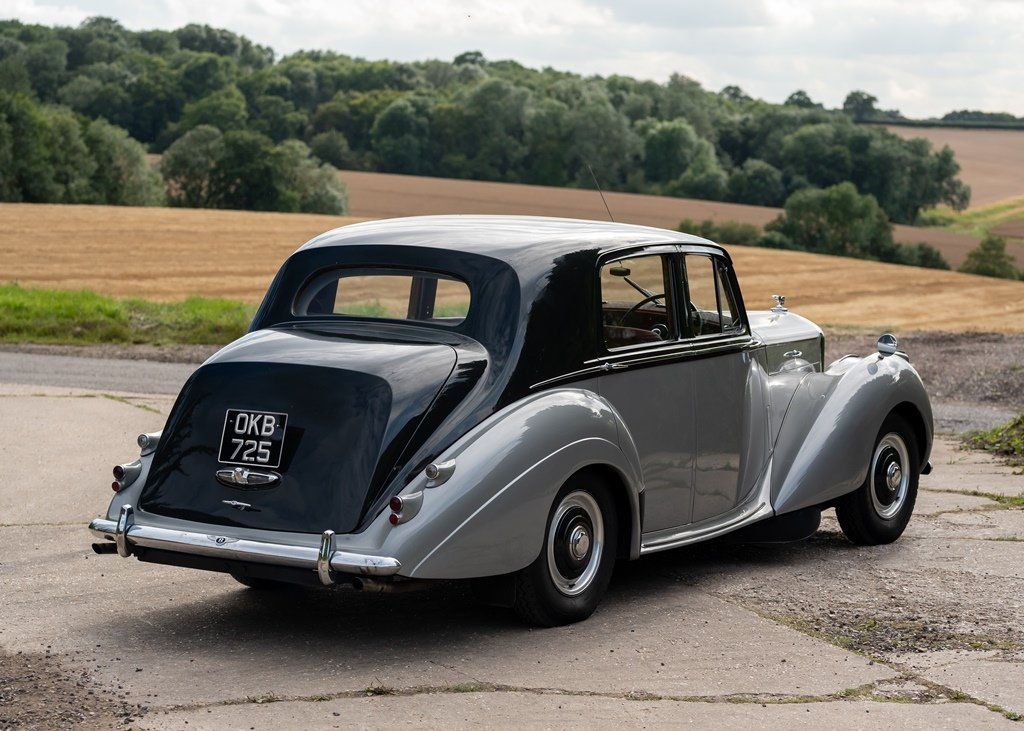 1953 Bentley R-Type Saloon (Standard Steel ) SOLD by Auction (picture 3 of 6)