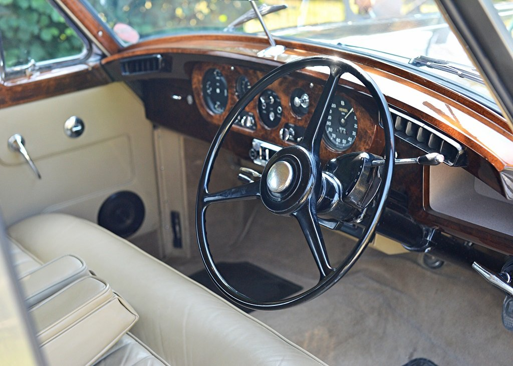 1960 Bentley S2 Saloon SOLD by Auction (picture 4 of 6)