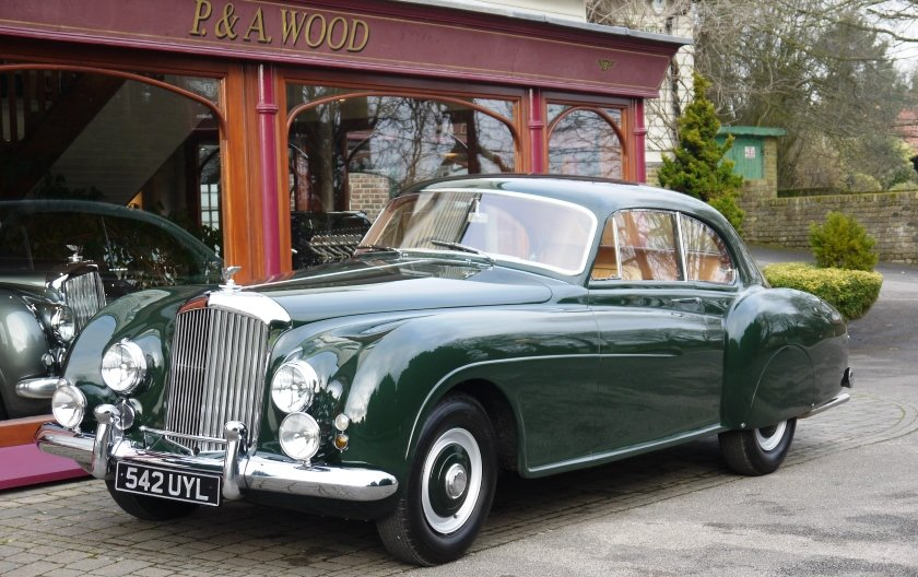 Bentley R-Type Continental 1953 Fastback by H.J.Mulliner For Sale (picture 1 of 6)