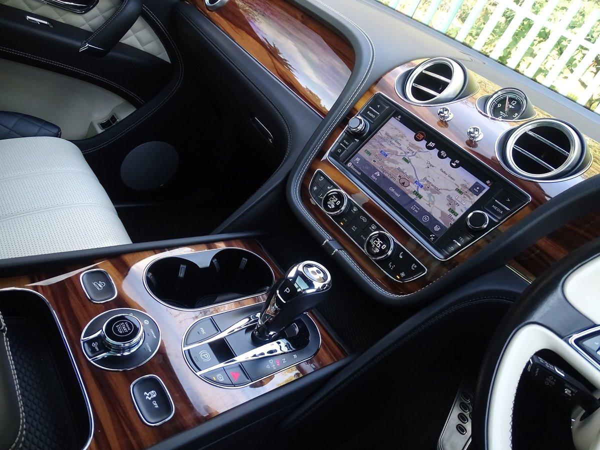 2017 Bentley  BENTAYGA  V8 DIESEL MULLINER AUTO  109,948 For Sale (picture 6 of 24)