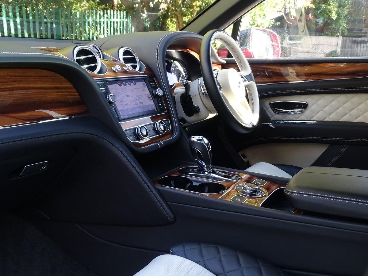 2017 Bentley  BENTAYGA  V8 DIESEL MULLINER AUTO  109,948 For Sale (picture 19 of 24)