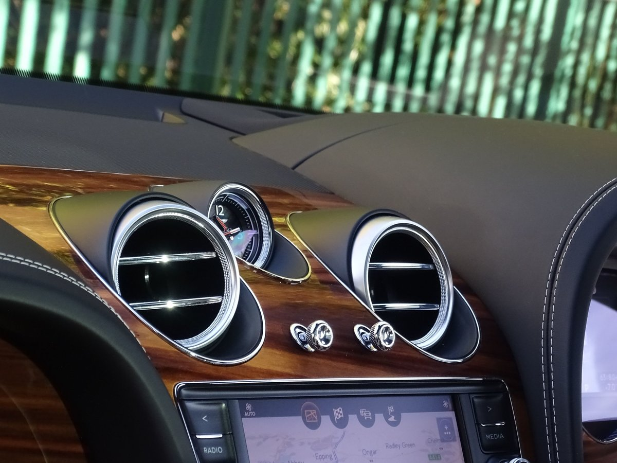 2017 Bentley  BENTAYGA  V8 DIESEL MULLINER AUTO  109,948 For Sale (picture 20 of 24)