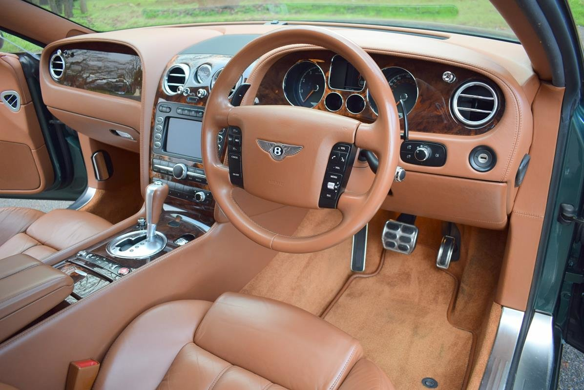 2004/04 Bentley Continental GT in Spruce Green Metallic For Sale (picture 2 of 6)
