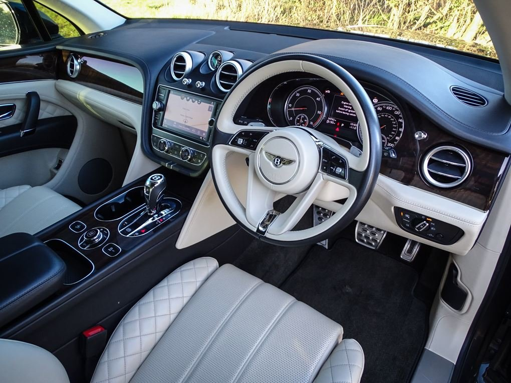 2017 Bentley  BENTAYGA  4.0 V8 DIESEL MULLINER AUTO  104,948 For Sale (picture 15 of 24)