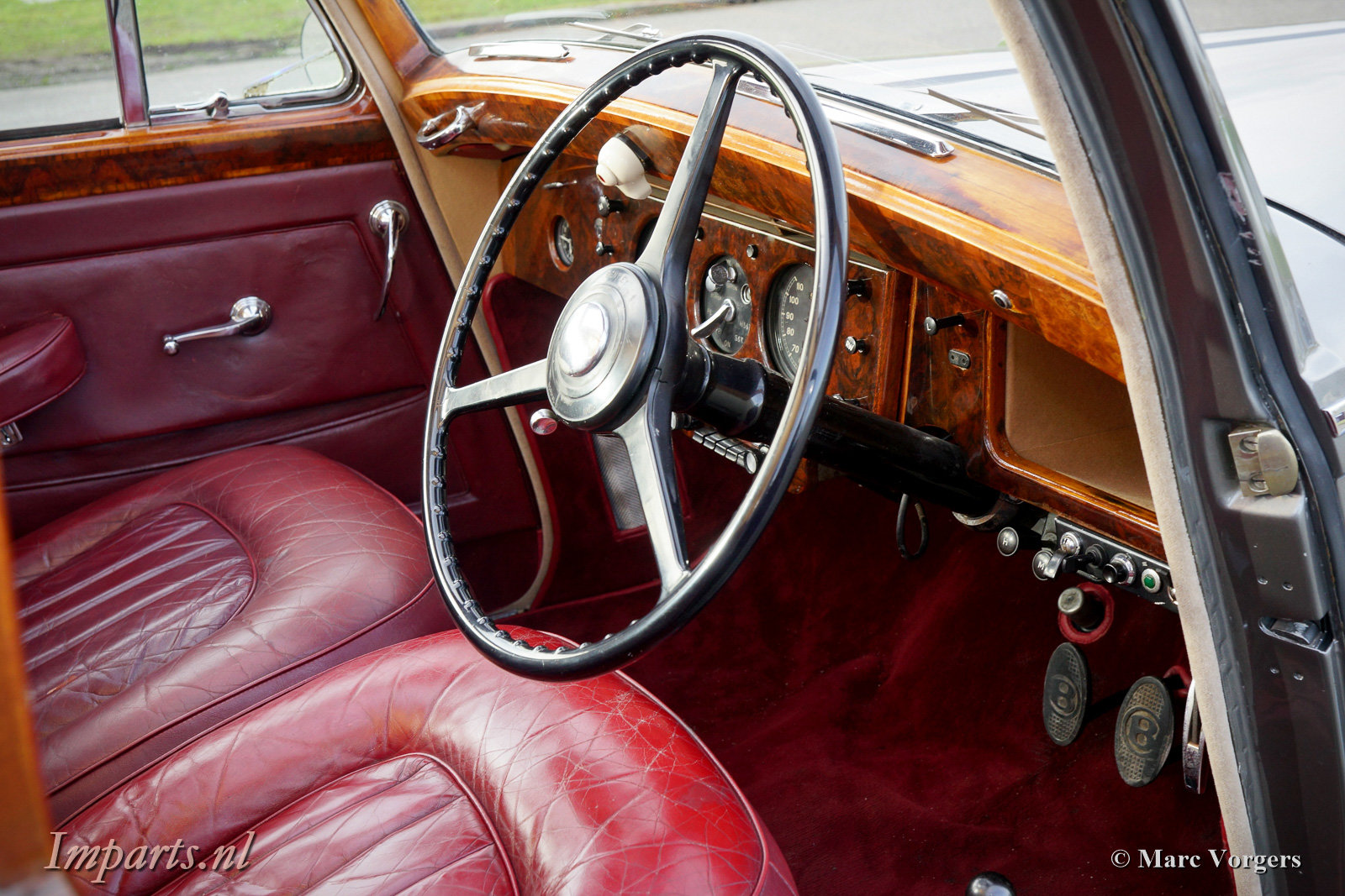 1953 Beautiful Bentley R-type manual For Sale (picture 2 of 6)