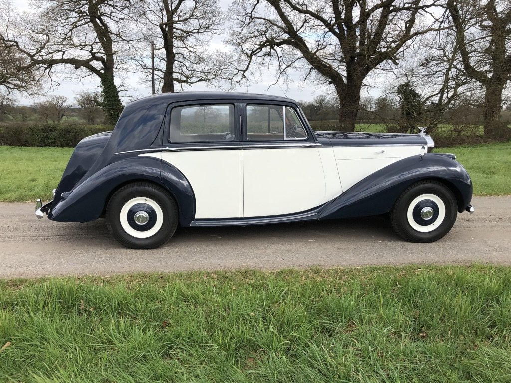 1951 BENTLEY MKV1 IN BLUE AND IVORY For Sale (picture 2 of 6)