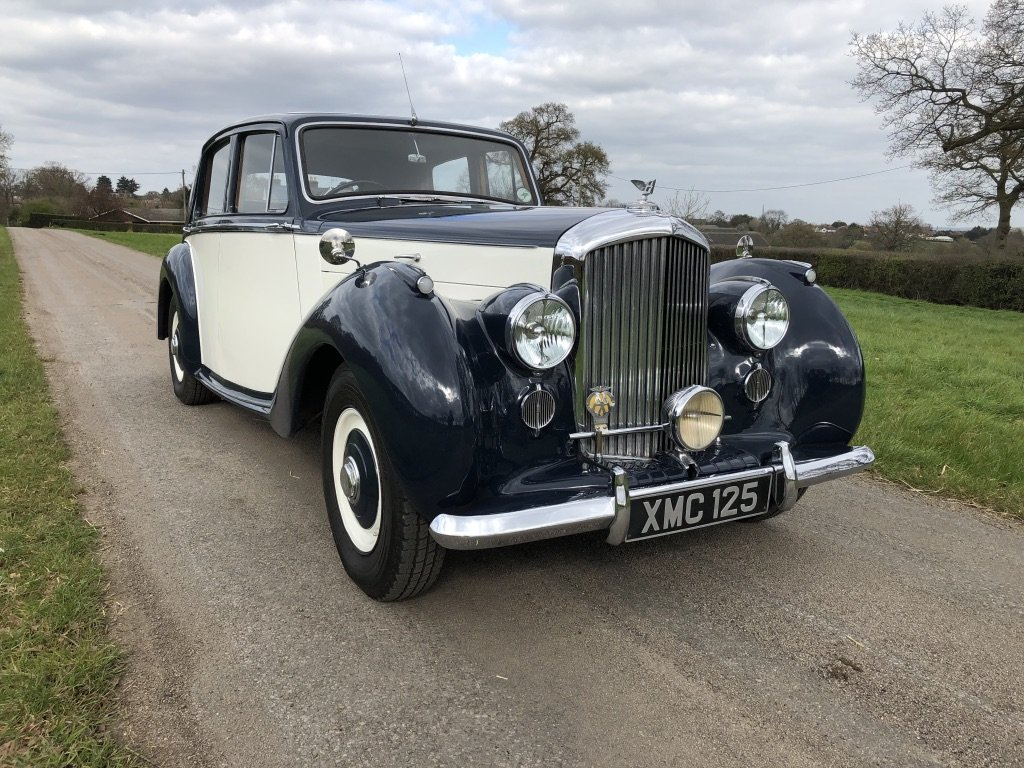1951 BENTLEY MKV1 IN BLUE AND IVORY For Sale (picture 3 of 6)