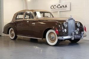 1950 Bentley VI 4-door saloon For Sale