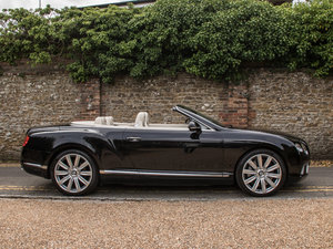 Bentley    Continental GT W12 Mulliner Specification