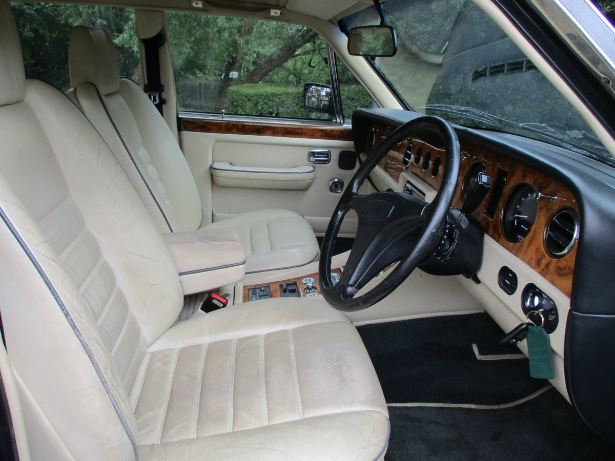 Bentley Turbo R 1991 92,000 miles OWNED AND LOVED  19 YEARS  For Sale (picture 4 of 17)
