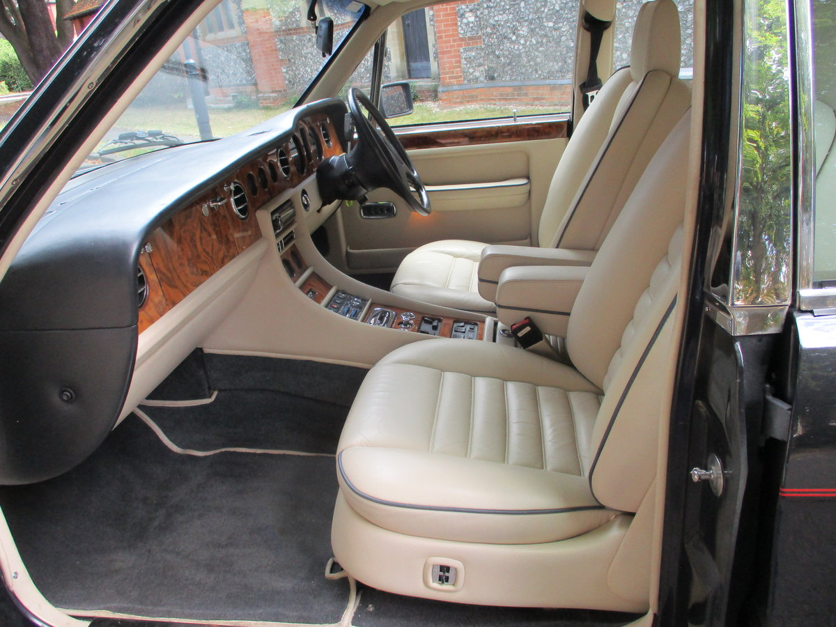 Bentley Turbo R 1991 92,000 miles OWNED AND LOVED  19 YEARS  For Sale (picture 13 of 17)