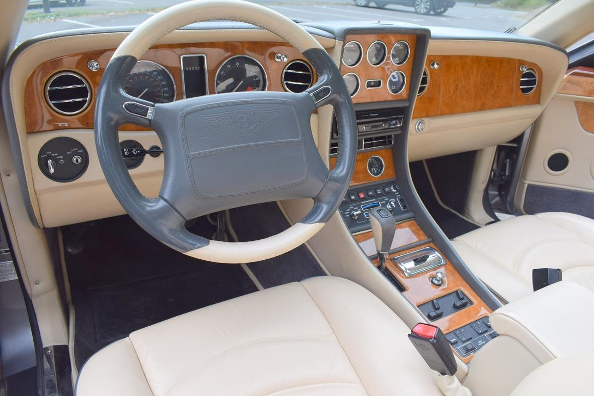 2002/51 Bentley Azure Left Hand Drive in Silver Tempest For Sale (picture 2 of 6)
