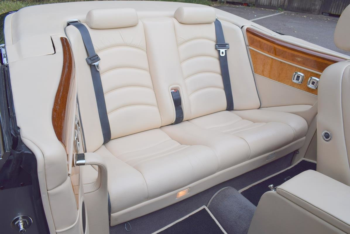 2002/51 Bentley Azure Left Hand Drive in Silver Tempest For Sale (picture 3 of 6)
