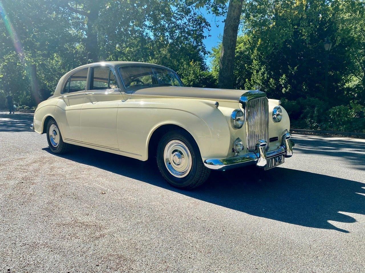 1958 Bentley S1 4 door saloon by James Young For Sale (picture 2 of 24)