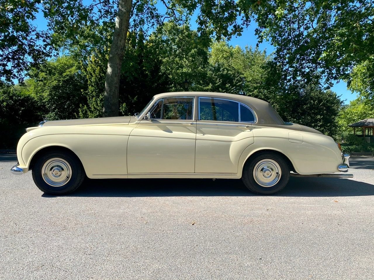 1958 Bentley S1 4 door saloon by James Young For Sale (picture 4 of 24)
