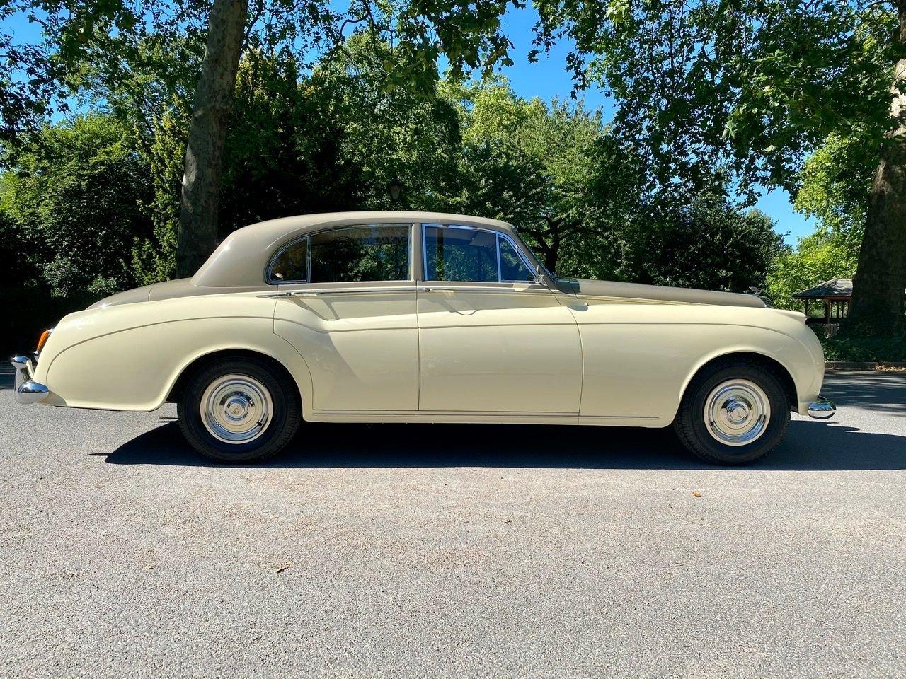 1958 Bentley S1 4 door saloon by James Young For Sale (picture 5 of 24)