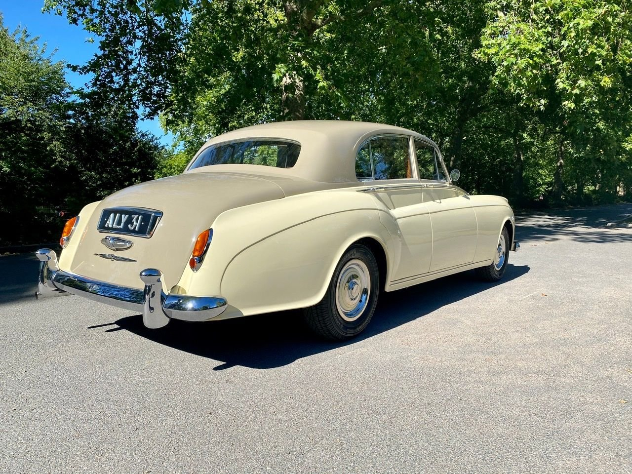 1958 Bentley S1 4 door saloon by James Young For Sale (picture 9 of 24)