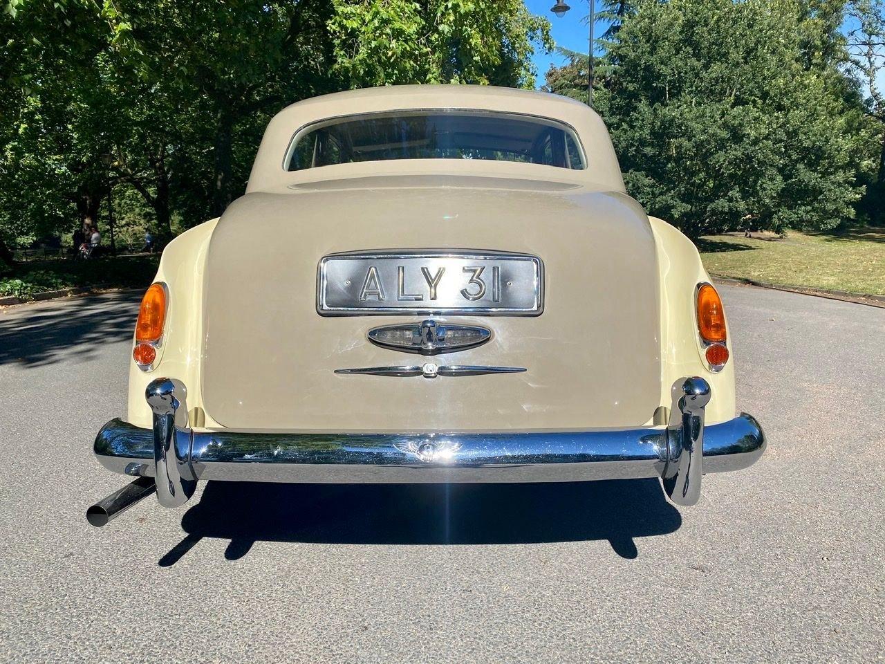 1958 Bentley S1 4 door saloon by James Young For Sale (picture 13 of 24)