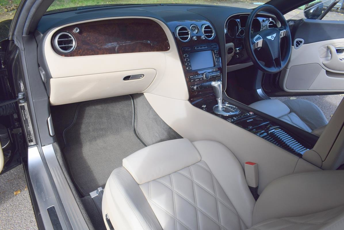 2009/09 Bentley Continental GT Speed in Diamond Black For Sale (picture 2 of 6)