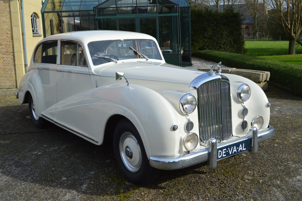 1952 Bentley Mk VI saloon by James Young For Sale (picture 1 of 12)