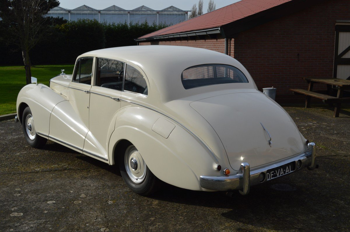 1952 Bentley Mk VI saloon by James Young For Sale (picture 2 of 12)