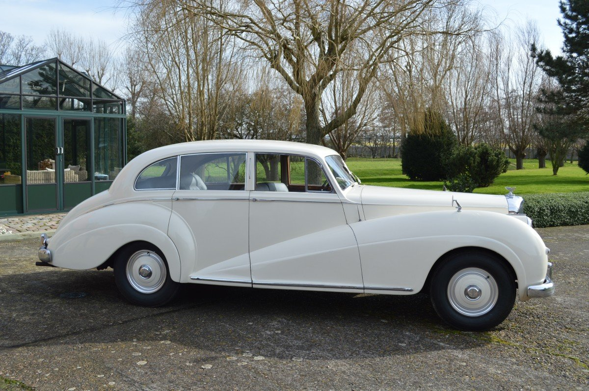 1952 Bentley Mk VI saloon by James Young For Sale (picture 3 of 12)