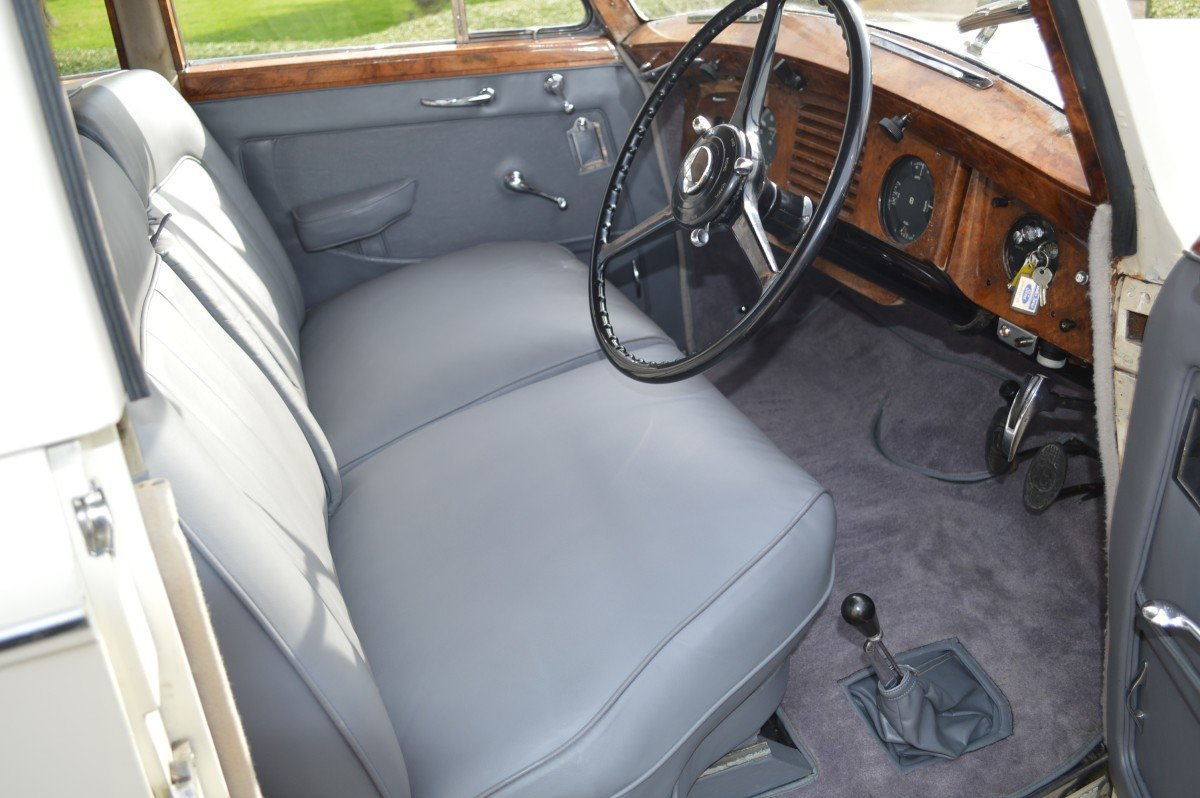 1952 Bentley Mk VI saloon by James Young For Sale (picture 4 of 12)