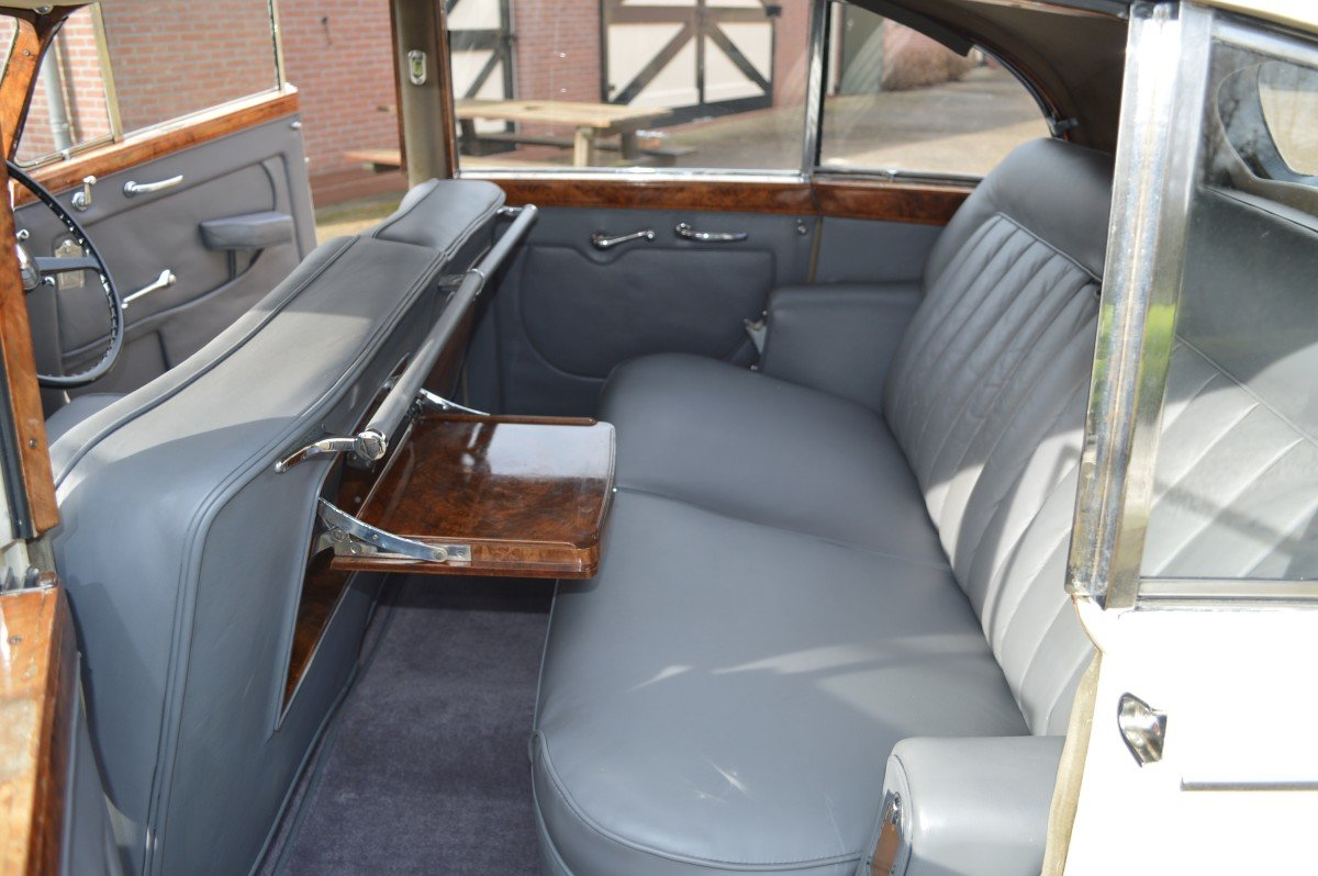 1952 Bentley Mk VI saloon by James Young For Sale (picture 5 of 12)