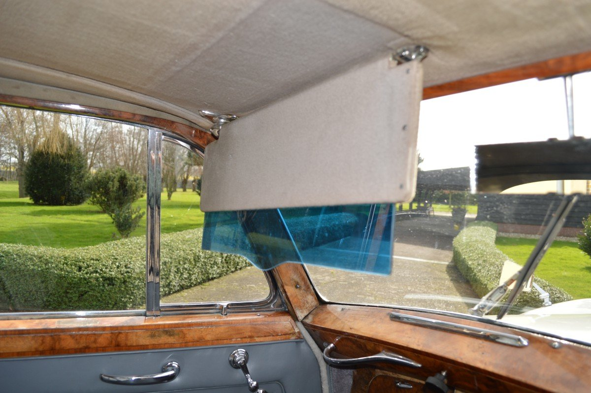 1952 Bentley Mk VI saloon by James Young For Sale (picture 7 of 12)