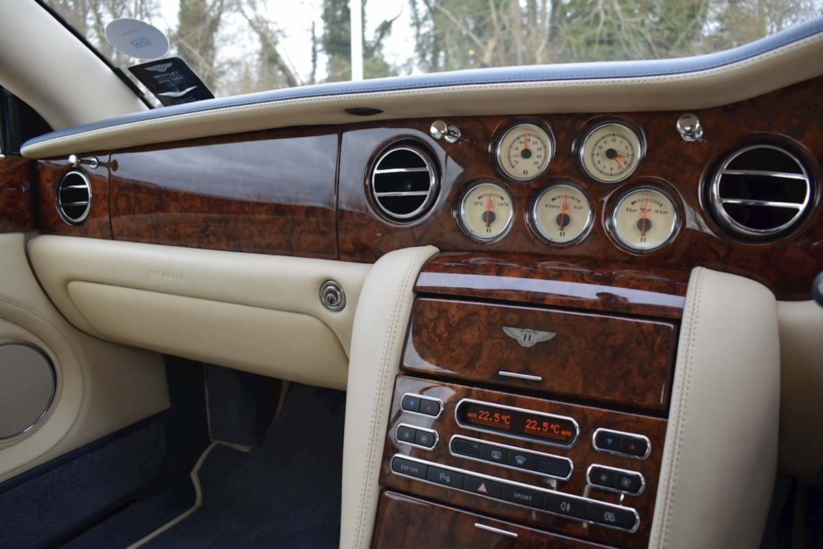 2008 Award-winning Bentley Azure Convertible For Sale (picture 6 of 8)