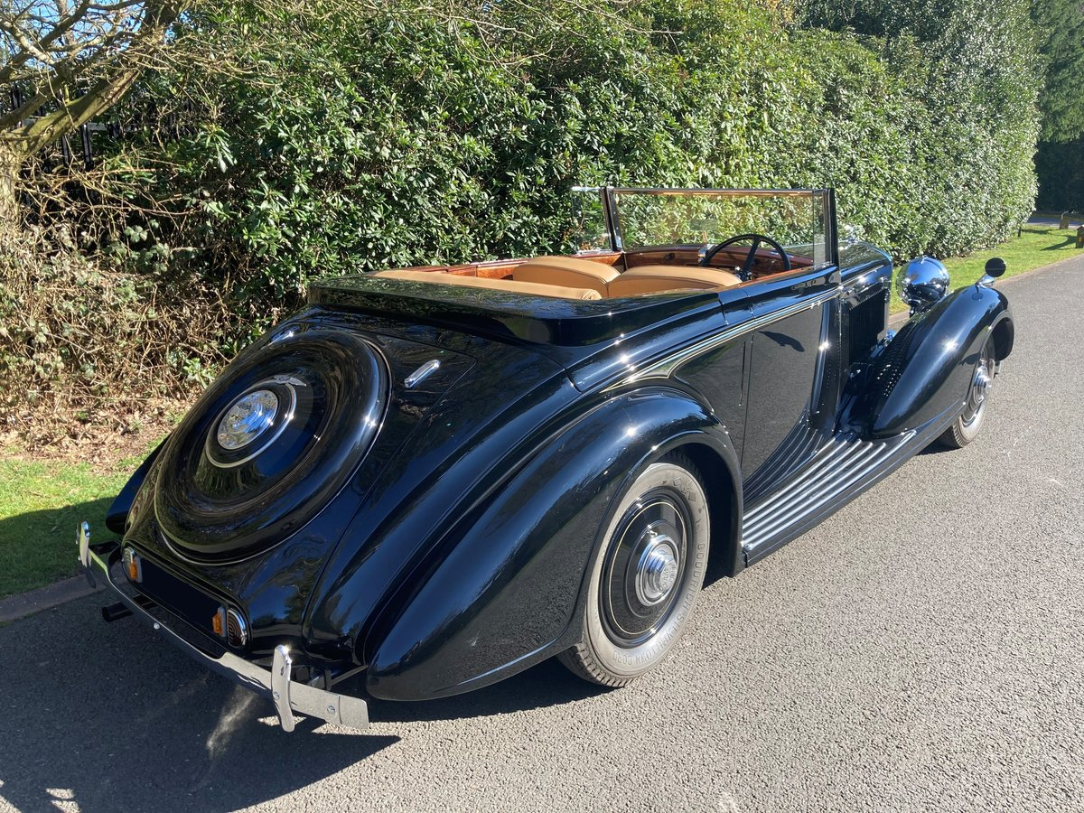 1938 Bentley 4 1/4 Litre Concealed Drophead Coupe by H.J.Mulliner For Sale (picture 2 of 3)