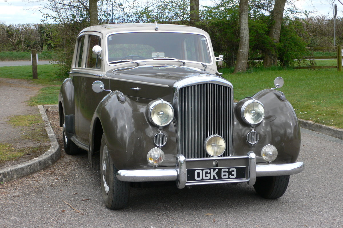 1953 Bentley R-Type Standard Steel Saloon For Sale by Auction (picture 2 of 12)