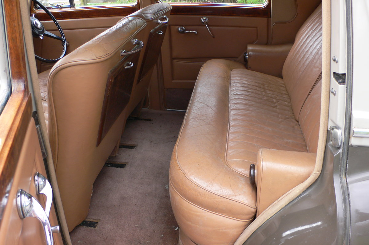 1953 Bentley R-Type Standard Steel Saloon For Sale by Auction (picture 9 of 12)