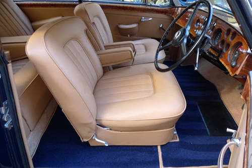 Bentley S1 Continental Fastback by H. J. Mulliner 1957 For Sale (picture 4 of 6)