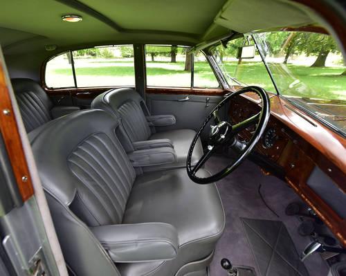 1951 Bentley MK VI H.J. Mulliner 'Lightweight' Saloon For Sale (picture 4 of 6)
