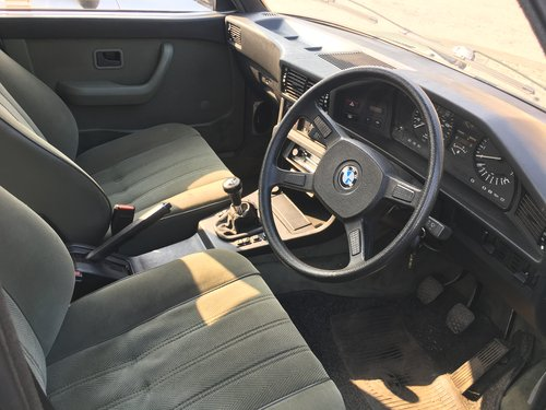 1982 BMW e28 528i manual For Sale (picture 3 of 4)