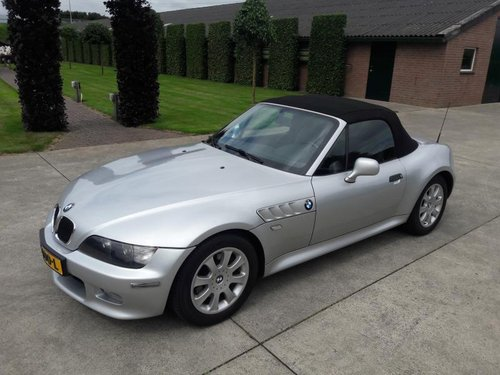BMW Z3 TYPE 3.0 I ARTIC SILVER 2001 SERVICE BOOKS 17950 euro SOLD (picture 1 of 6)