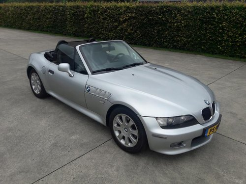 BMW Z3 TYPE 3.0 I ARTIC SILVER 2001 SERVICE BOOKS 17950 euro SOLD (picture 2 of 6)