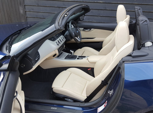 2011 BMW Z4 2.5 23i S-DRIVE Highline Edition (GOOD SPEC: F.s.h.)  For Sale (picture 2 of 6)