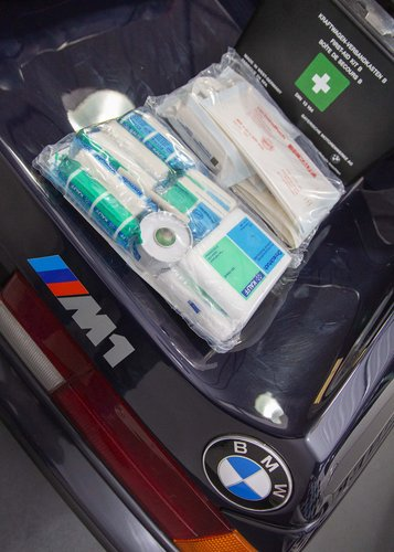 BMW E26 M1 Tool Roll & First Aid Kit SOLD (picture 4 of 5)