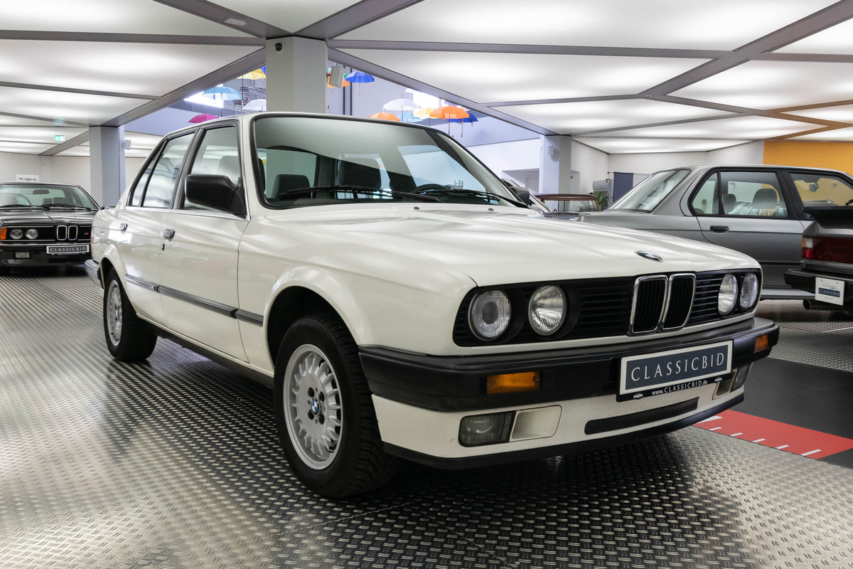 1987 BMW 320i (E30) *9 march* RETRO CLASSICS For Sale by Auction (picture 1 of 6)